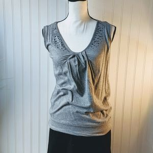 5/$25⬇️ New York & Company Gray Tank w/ be…